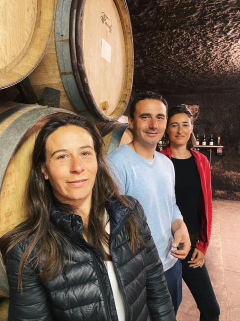 Morgan, Julie et Pauline Truchetet in the winery.